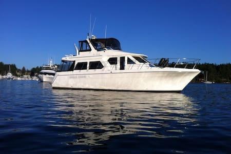 Luxury Boat & Breakfast - Bainbridge Island
