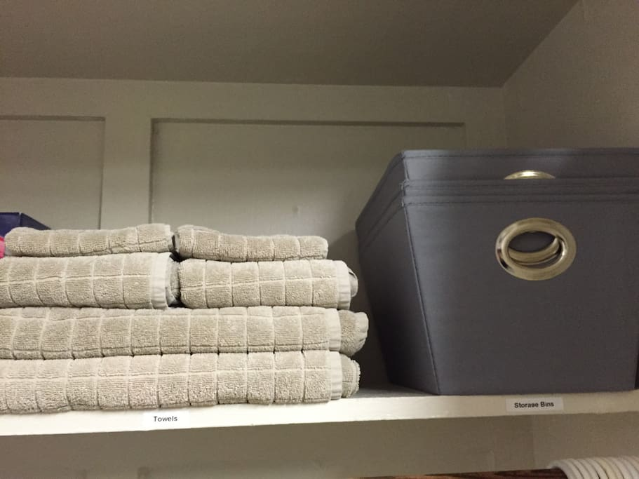 *** 1 TOWEL SET PER PERSON & STORAGE BINS *** ( provided use for the duration of your stay )
