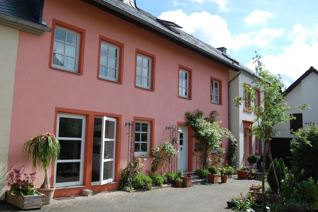 atelierhaus h user zur miete in dodenburg rheinland pfalz deutschland. Black Bedroom Furniture Sets. Home Design Ideas