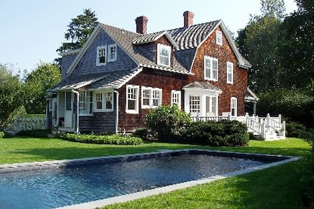Gracious village home with pool, 1 mile to beach - East Hampton - House