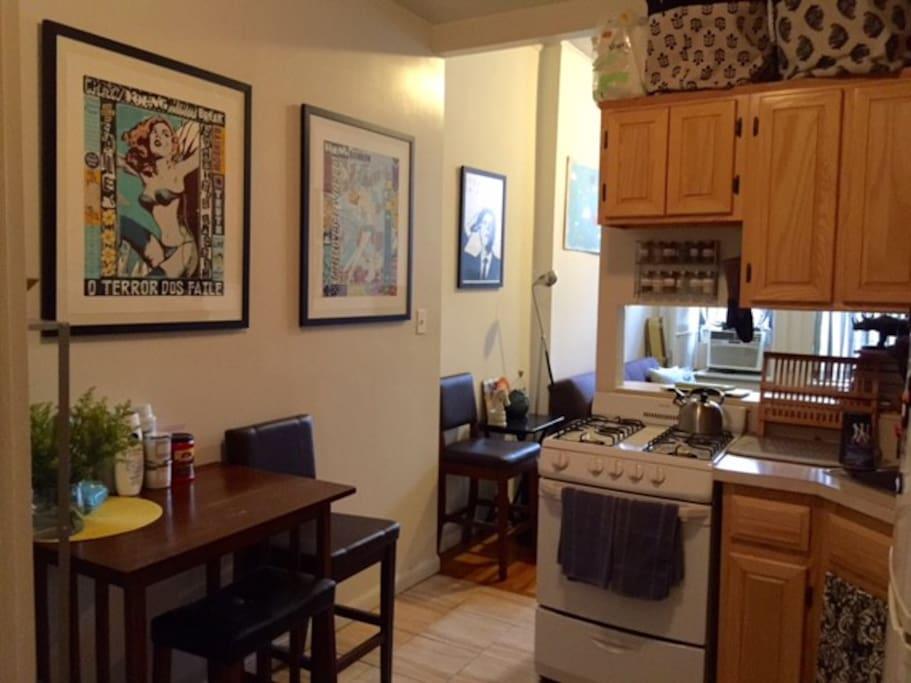 Kitchen/entrance area