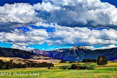 East Boulder Vacation Cabin