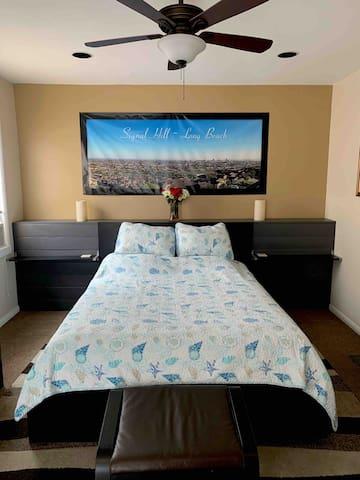 Very comfy queen bed!