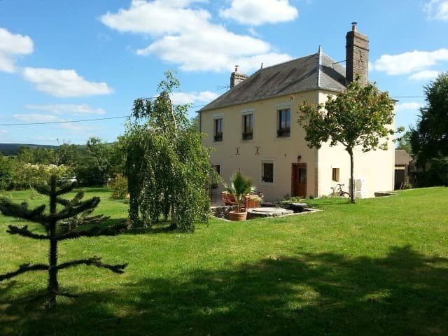 Belle maison de maître, 3 chambres - Boucé - Hus