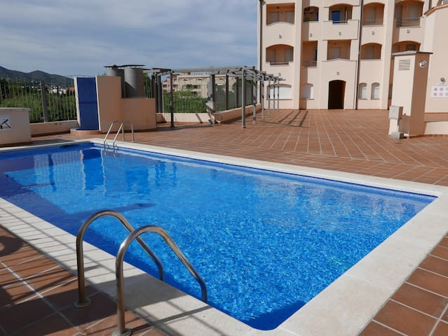 072 Apartment near the beach with communal pool, very central