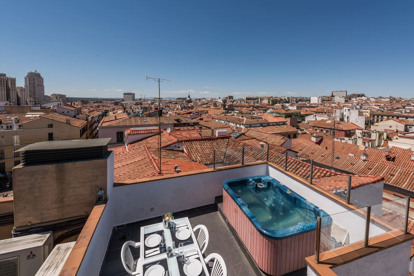 The best Jacuzzi over The roofs of MADRID , just enjoy..