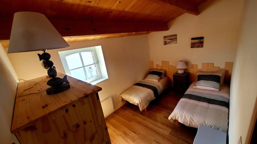 chambre 2 les lits sont joignables pour un lit de 160,avec sur matelas