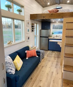 Tiny House near Lafayette, perfect getaway
