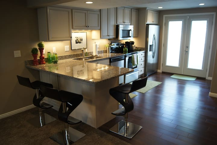 Full Kitchen with Counter Seating