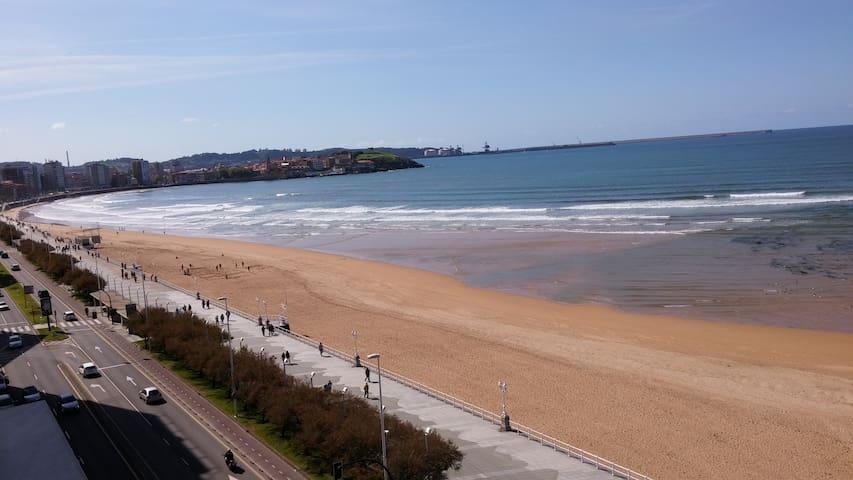 Espectacular piso 1ª Linea de Playa - Gijón - Huoneisto