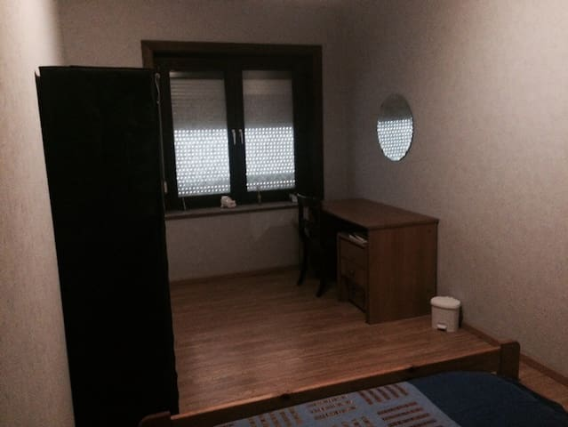 CHEAP ROOM 20 MIN FROM BRUSSELS - Denderleeuw - Hus