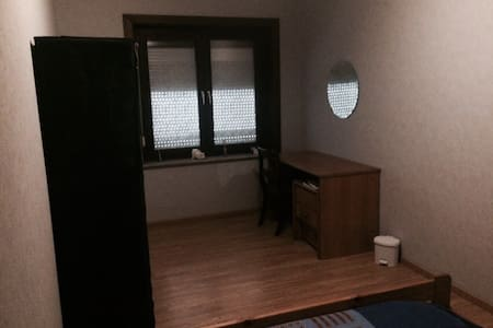 CHEAP ROOM 20 MIN FROM BRUSSELS - Dům