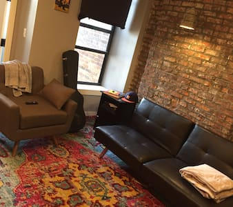 Bright, Clean, Cozy 1 BR- Near 2,5,B, Q Trains - Brooklyn - Apartment
