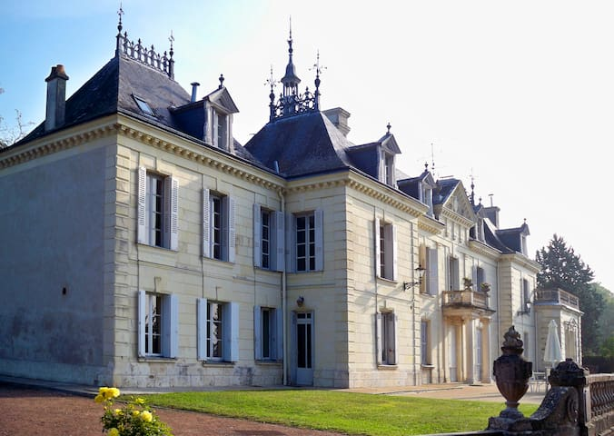 Tower 4BR Apt with King Beds, Pool - Bourgueil - Apartament
