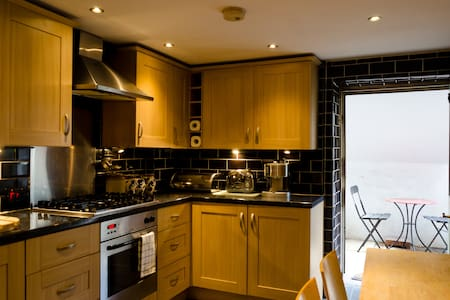 Charming Basement Apartment inTaunton - Taunton - Apartment