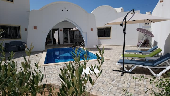 Villa standing, piscine sans vis à vis WiFi Djerba