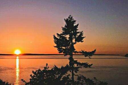 Sweeping Sunset Getaway - Freeland