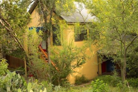 Treetop Barton Hills Studio Apt - Austin