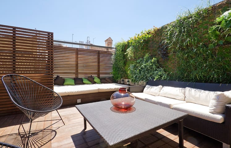 CENTRIC DUPLEX WITH PRIVATE TERRACE - Barcelona - Apartment