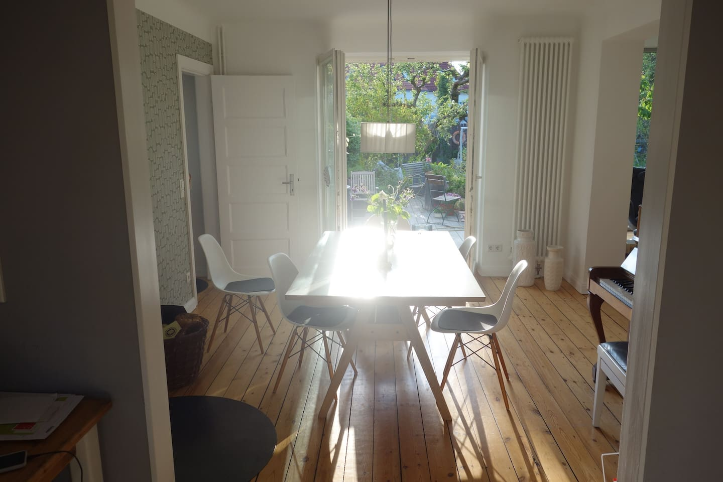 Dining room with gardenview