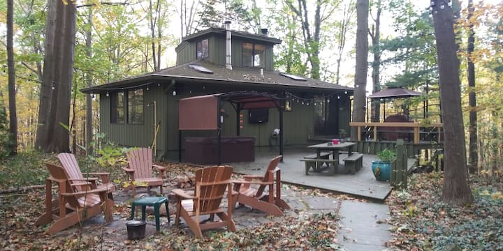 Saugatuck / South Haven Whispering Pines Cottage