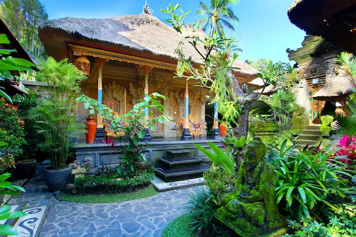 Gedong Suite Room at De Umah Bali Eco Tradi Home