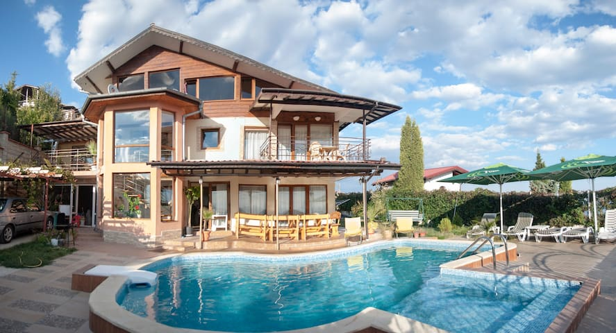 Pool and Black Sea view - Albena - Villa