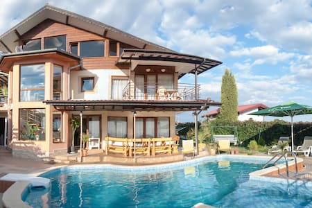 Pool and Black Sea view - Albena - Vila