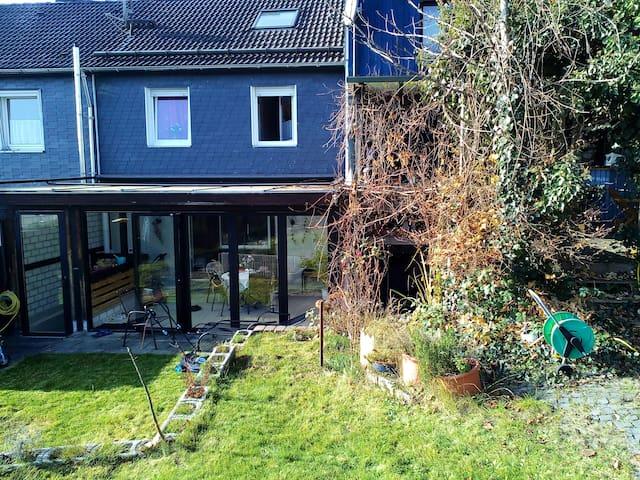 Schönes renoviertes Reihenhaus - Siegen - Haus