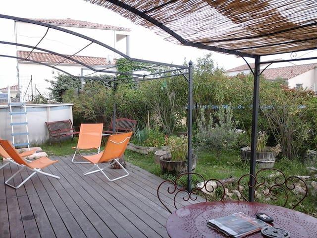 Maison piscine  entre vigne et mer - Murviel-lès-Montpellier - บ้าน