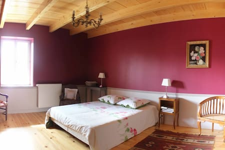 Suite familiale (2chambres), - Lompnieu - Bed & Breakfast