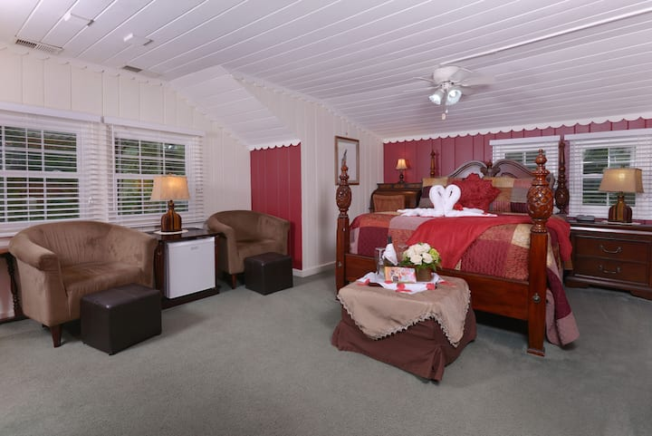 The Riversong Room at Laurel Springs Lodge B&B