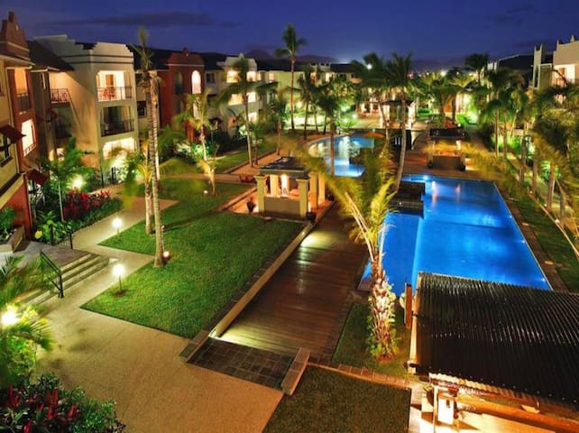 9 Pools! FREE WIFI Cairns One Resort Apartment