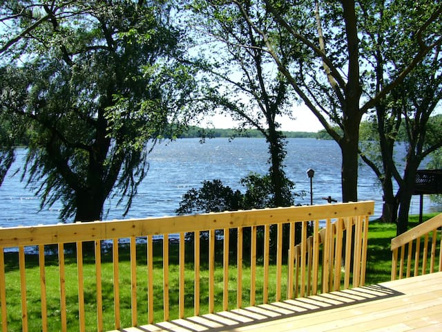 Lake House Paradise - Geneva Area Monthly Rental - Elkhorn - Casa