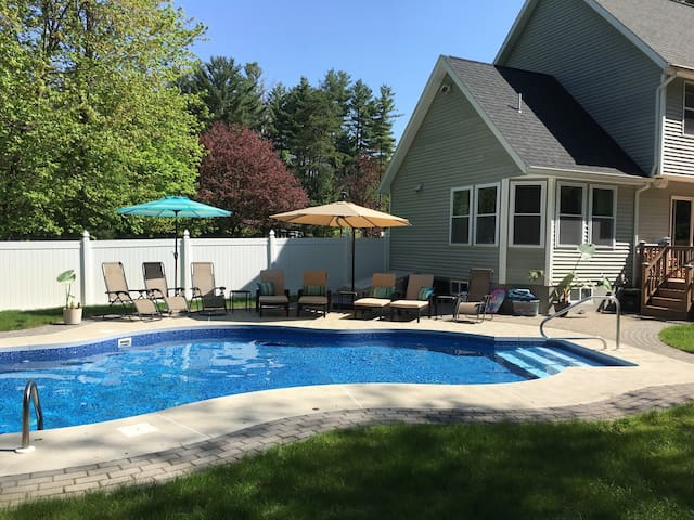 Heated Pool (May-September)