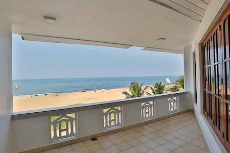C Negombo Newest Hotel on the Beach - Negombo - Bed & Breakfast