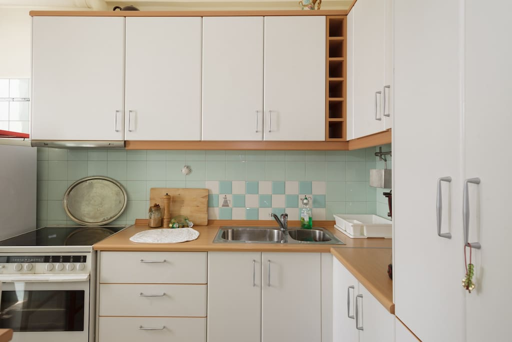Kitchen with oven, fridge, freezer, cooking stove & dishwasher