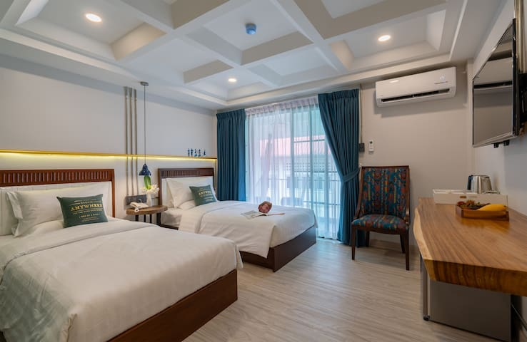 MOMO HOTEL ( Deluxe Twin Room)