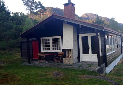 Beatiful cottage with fjord view
