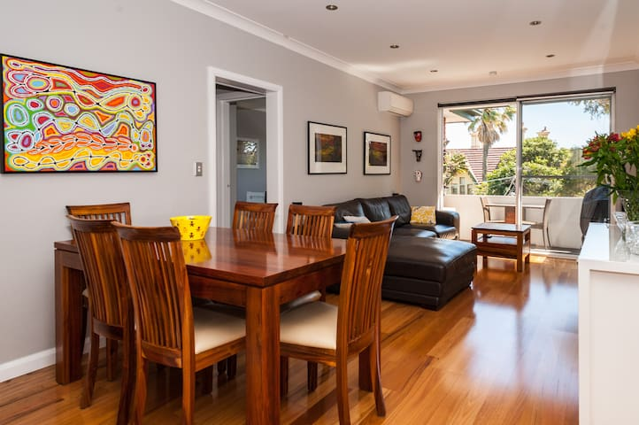 Sunny, family friendly home - Stanmore - Apartament
