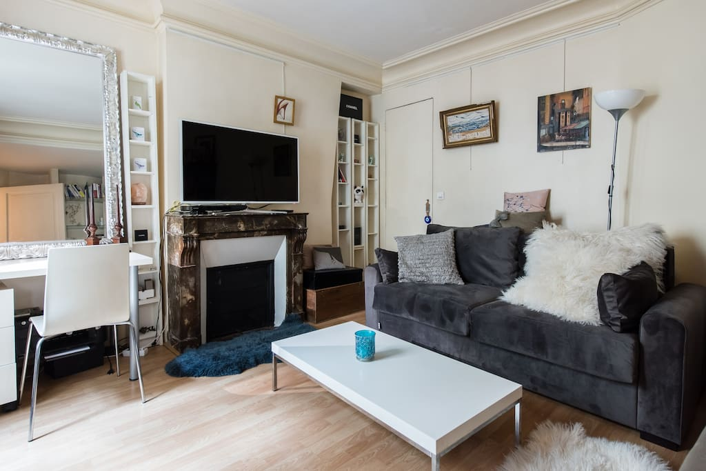 Cosy & comfy living room turns into 2nd bedroom