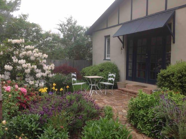 Comfy house - great garden