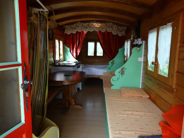 Roulotte  2 adultes, 2 enfants - Montagny-sur-Grosne - Wóz Kempingowy/RV