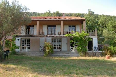 Appartement Rdc de villa - Sainte-Anastasie-sur-Issole - Wohnung