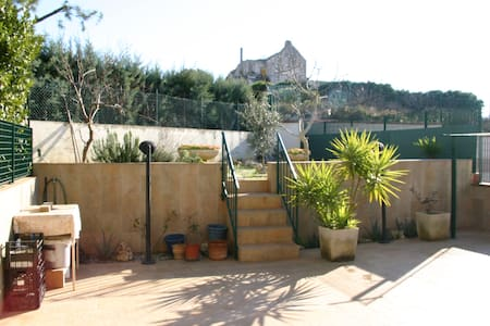 Welcoming house with a garden - Noci