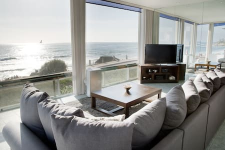 Stunning Windansea Ocean Front (A)! - 拉荷亚 - 公寓