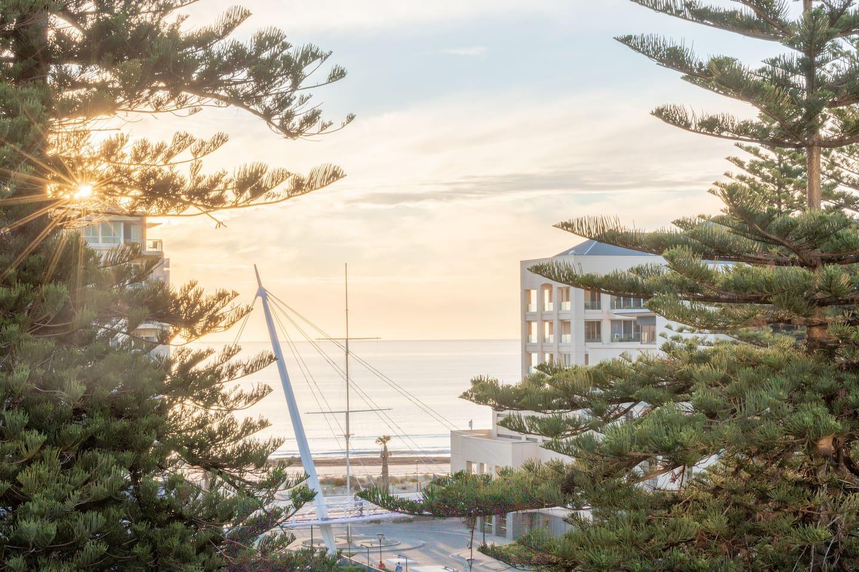 SUNSET GETAWAY GLENELG AUSTRALIA