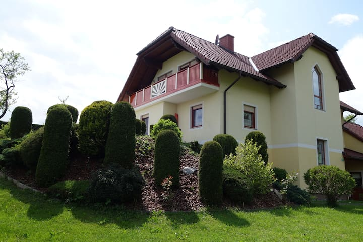 cosy room, 4km to the Red Bull Ring - Rattenberg - Dům