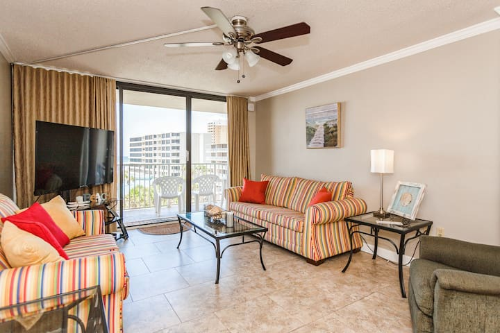 Gulf-front condo with seamless indoor/outdoor living. Complimentary Wi-Fi throughout.