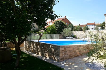 Rosemary Delight: Comfy/pool/quiet/outdoor space